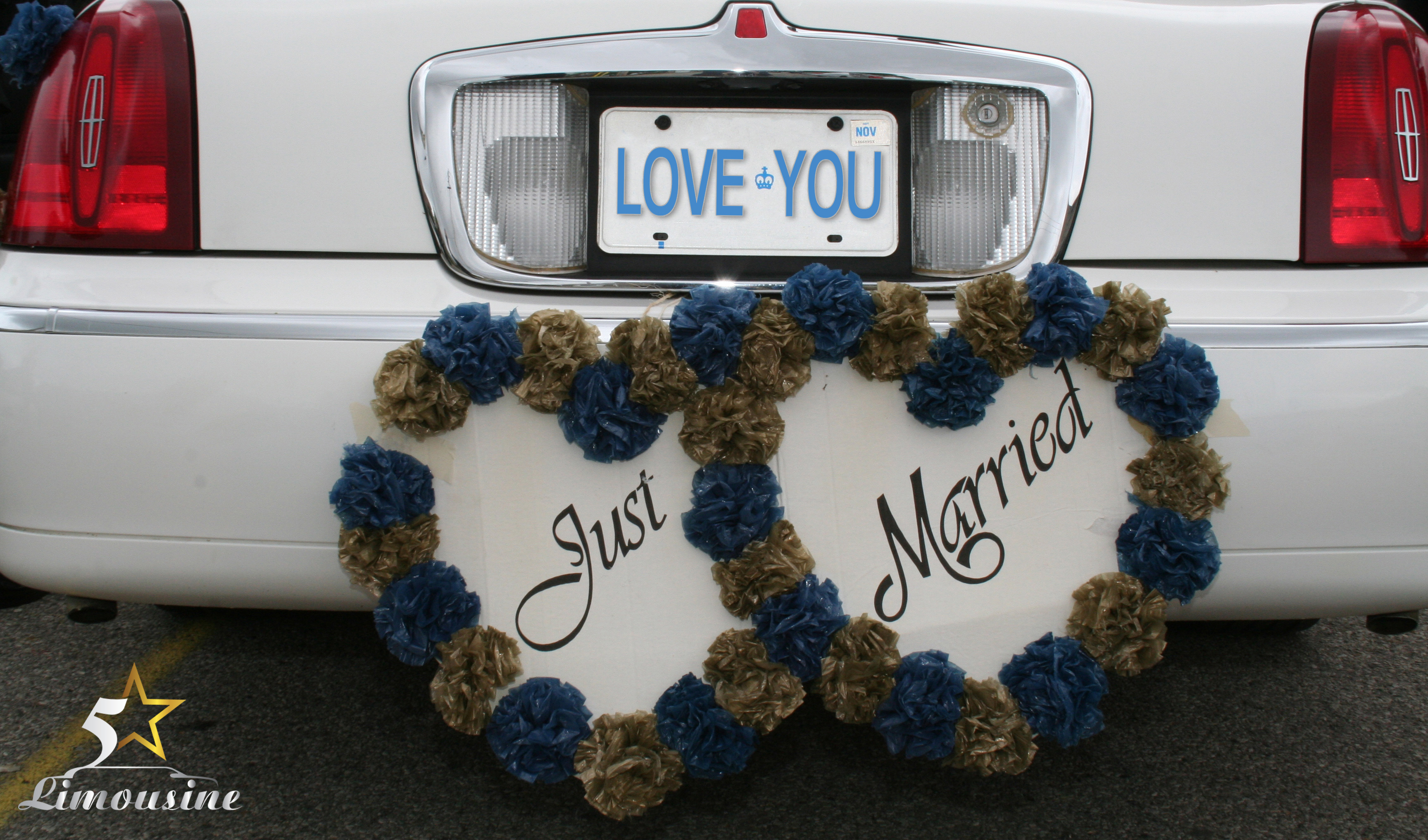 Hire a Limo for your Las Vegas wedding